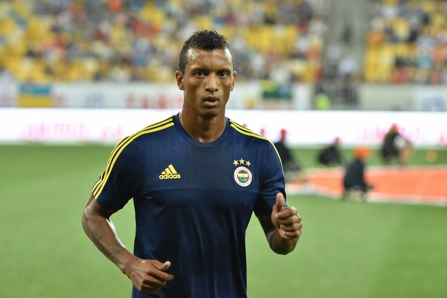 Nani warms up for Fenerbahce in 2015.   Image by Football.ua via    Wikimedia Commons    (CC BY-SA 3.0)